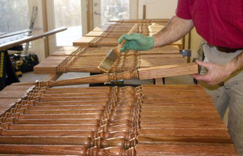 Обработка балясин грунтовкой