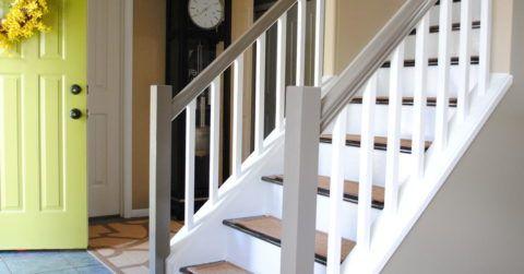 Ограждение из готовых секций на внутридомовой лестнице