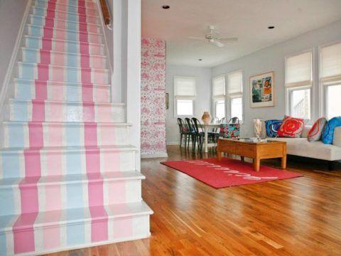 Окрашивание ступеней высокой маршевой лестницы в яркие оттенки