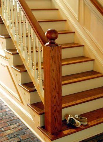 Окраска лестниц может производиться при помощи лаковых составов, сохраняющих природный рисунок древесины