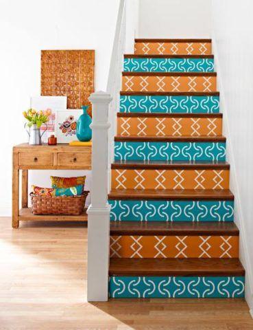 Окраска лестницы в яркие цвета