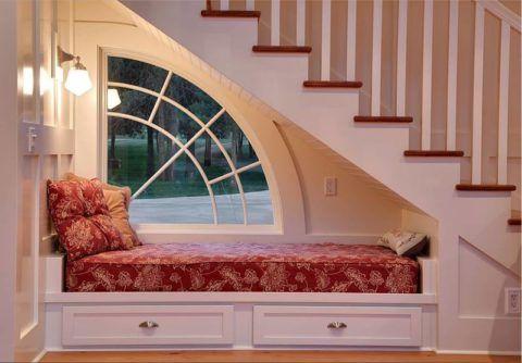 Организовать дополнительное спальное место при помощи дивана-трансформера или тахты