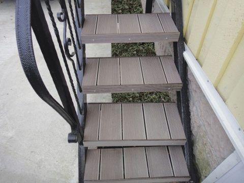 Отделка металлических ступеней плитками из древесно-полимерного композита