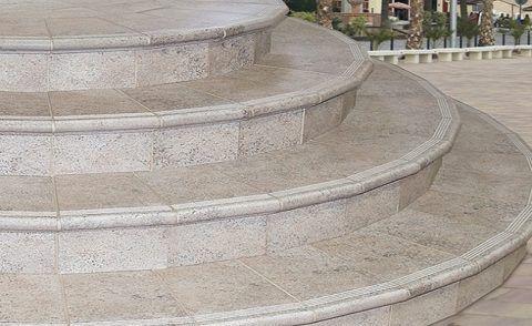 Отделка полукруглого бетонного крыльца