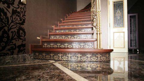 Подступенки, украшенные декоративной плиткой