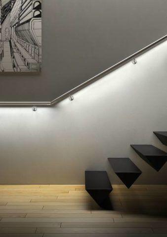 Подсветка ограждения вдоль лестницы