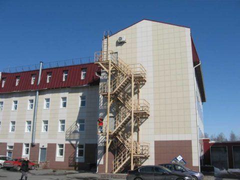 Пожарная лестница офисного здания