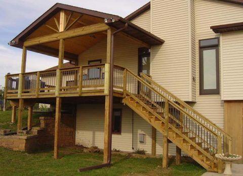 Пристройка к деревянному дому крыльца на деревянных сваях