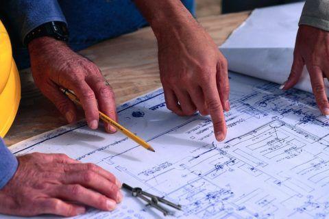 Проект дома с балконом над крыльцом лучше выполнить профессионалу