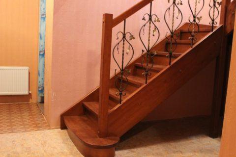 Простые лестницы в доме на тетивах