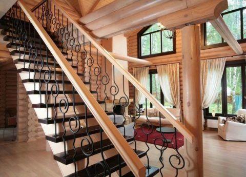 Прямая лестница в гостиной