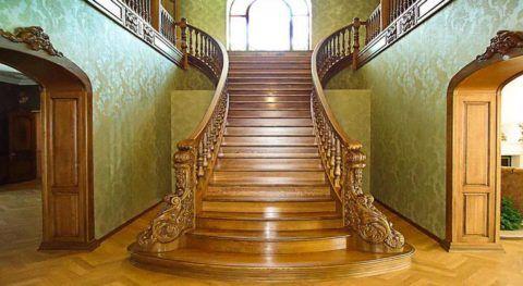 Распашная входная лестница