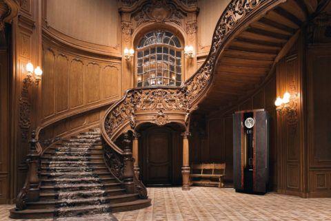 Резная лестница в интерьере стиля «Барокко»