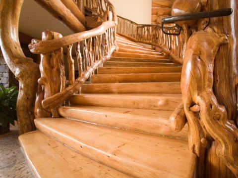 Шикарные элитные лестницы на 2 этаж загородного дома
