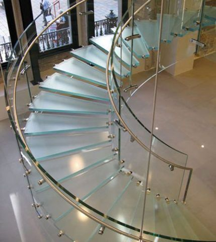 Стеклянные веерные лестницы