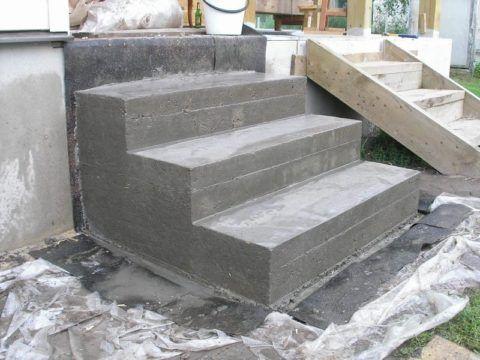 Технология - укладка плитки на крыльцо из бетона, стоящего на гидроизоляционном слое из рубероида