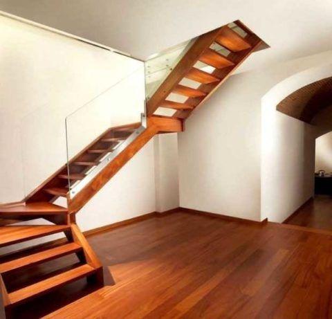 Трехмаршевая Г-образная лестница с забежными ступенями
