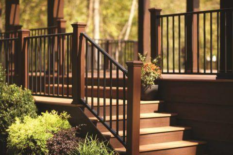 Уличная деревянная лестница