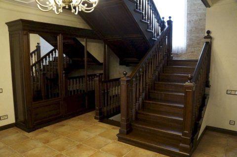 Установка дубовой лестницы должна производиться с соблюдением технологии монтажа