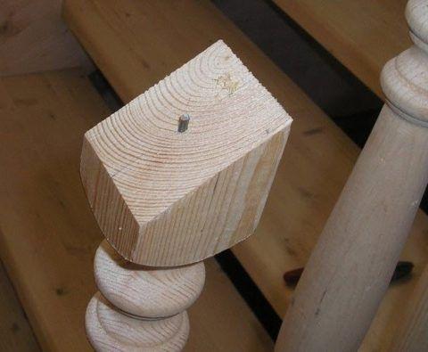Установка перил деревянной лестницы