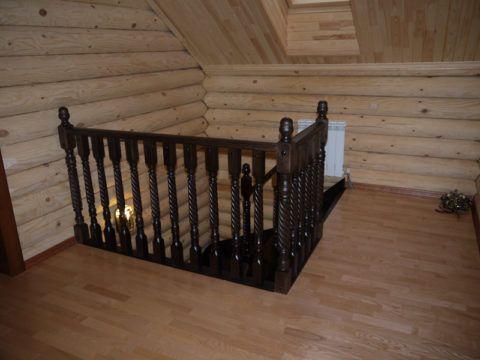 Вариант лестницы в бревенчатом доме