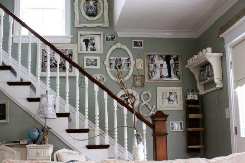 Вариант оформления свободной стены лестницы