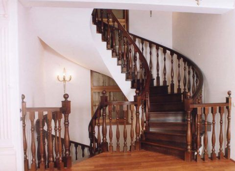Винтовая дубовая лестница