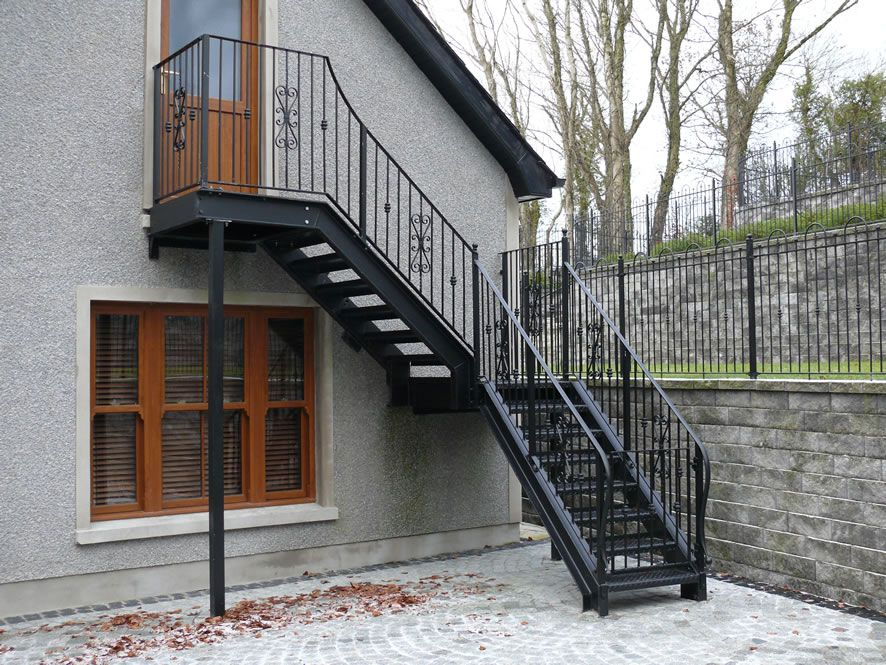 Лестница железная на чердак в частном доме