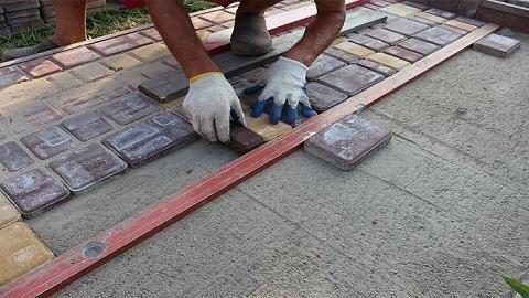 Выкладывание плитки по уровню