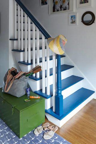 Яркая эмаль для окрашивания деревянной лестницы