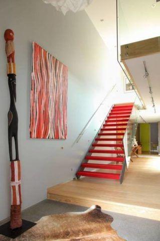 Яркая краска для лестницы