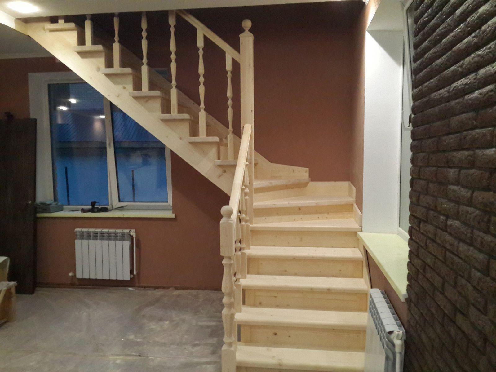 Фото деревянной лестницы: цена балясины из дерева и
