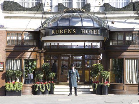 Крыльцо лондонского отеля
