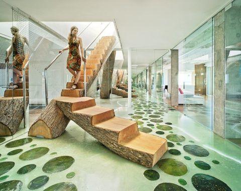 Лестница из цельного ствола дерева