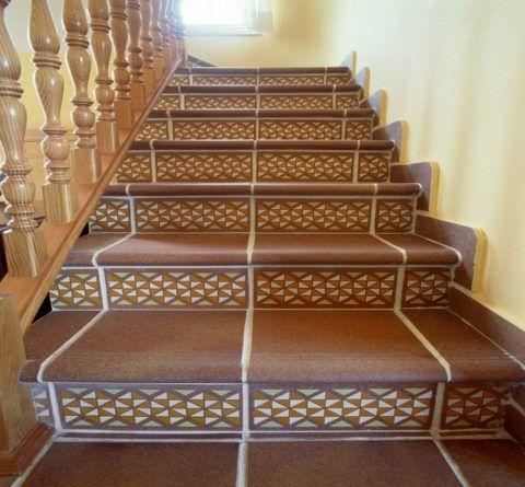 Лестница, облицованная плиткой