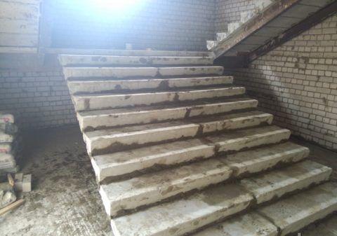 Лестница после ремонта выбоин