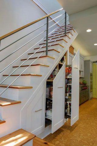 Места хранения встроены в лестницу