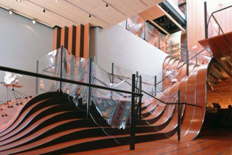 Необычная лестница с перилами