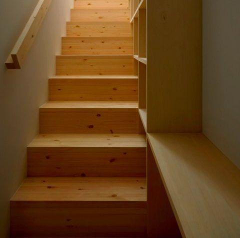Облицованная деревом лестница