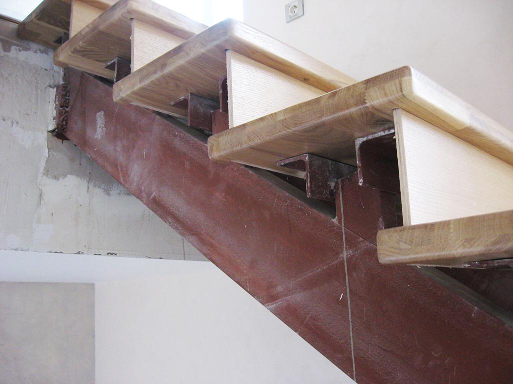 Деревянная лестница своими руками на металлическом каркасе 65