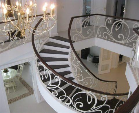 Примеры лестниц в доме на второй этаж: бетонная лестница