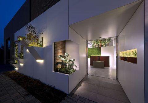 Спа-салон с бетонным входом
