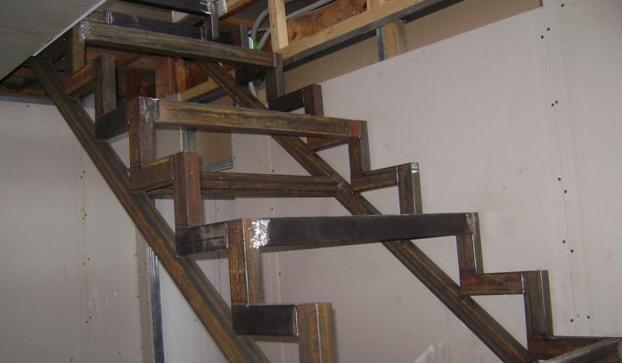 Расчёт лестницы на второй этаж своими руками из профильной трубы
