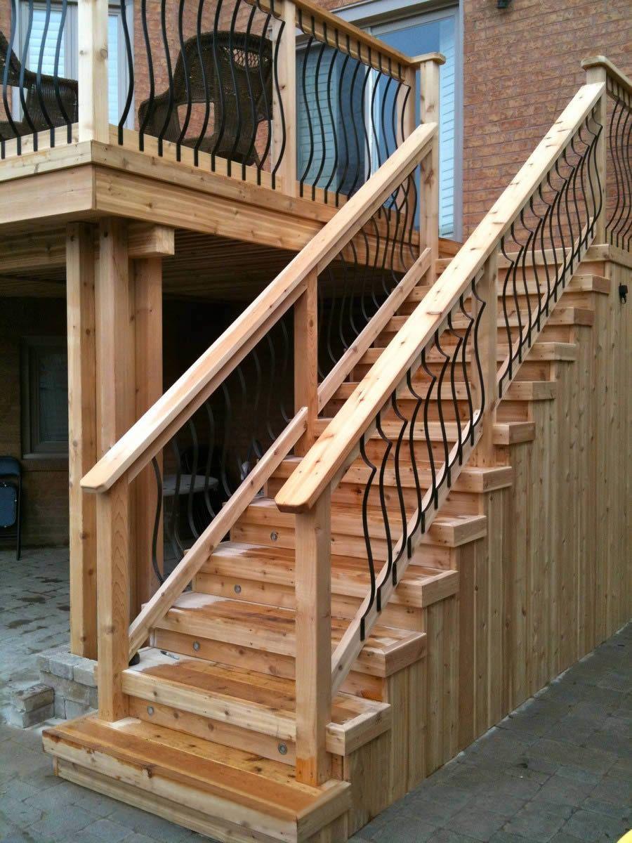 Наружная деревянная лестница на второй этаж: выбираем и изго.