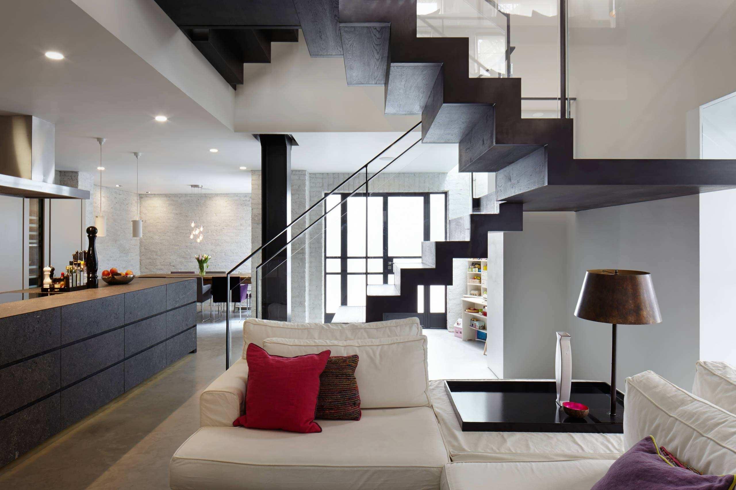 Гостиные с лестницей дизайн