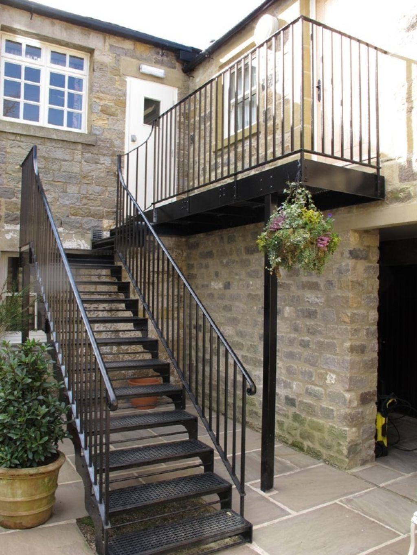 Как сделать лестницу на чердак из металла со стороны улицы