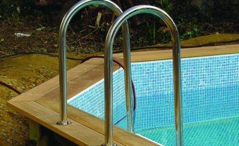 Алюминиевая лестница в бассейн