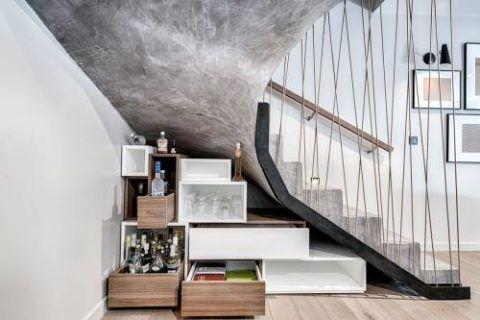 Декоративное оштукатуривание монолитной бетонной лестницы