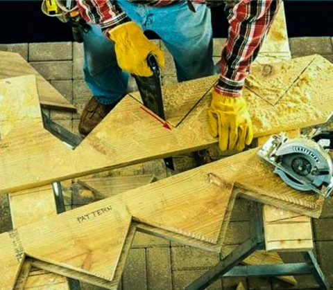Деревянная лестница, монтаж: изготовление косоуров