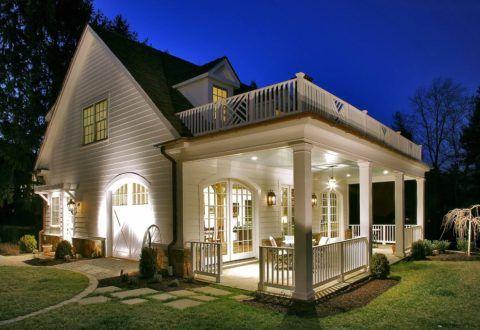 Дом со встроенным крыльцом